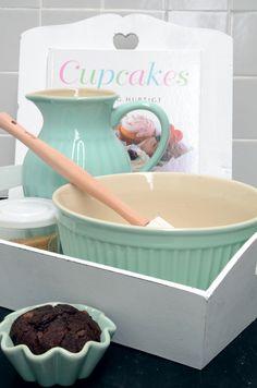 The Cupcake Shop Cute Kitchen, Vintage Kitchen, Kitchen Decor, Kitchen Utensils, Kitchen Gadgets, Cocina Shabby Chic, Pastel Kitchen, Turquoise Kitchen, Cupcake Shops