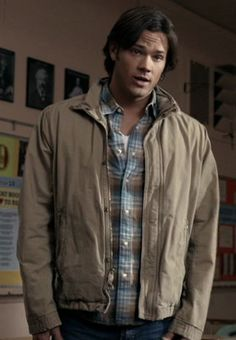 Sam's Heavy Beige Coat - This coat has no breast pockets, only lower zippered front pockets. It both zippers and snaps. Could be American Eagle. Shows up in season 3  through 7 in 20+ eps.