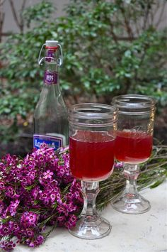 Mason jar wine glasses.