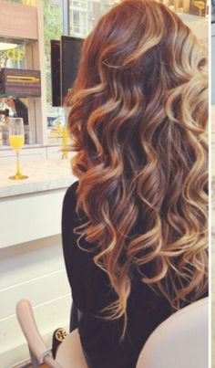 This pin shows how simple bouncy waves look beautiful no matter what. Simplicity is not a bad thing.