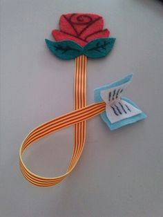 Punt de llibre Creative Bookmarks, My Bookmarks, How To Make Bookmarks, Crafts For Kids, Arts And Crafts, Felt Books, Book Markers, Felt Ornaments, Diy Tutorial