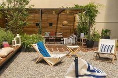 Duplex El Farro – The Design Stash Narrow Backyard Ideas, Patio Yard Ideas, Contemporary Patio, Outdoor Furniture, Outdoor Decor, Furniture Ideas, Garden Landscaping, Landscaping Ideas, Outdoor Pool