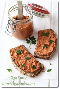 Pasta do chleba na bazie ziaren słonecznika, pieczonej papryki i curry - przepis   Kulinarne przepisy Olgi Smile