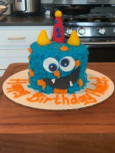 I made all the monster cakes this month!!     #cake #buttercream #fondant #furrymonster #monster #monstercake #birthday #birthdaycake #smashcake #cakedecorator #decoratedcake #desmoines #desmoinesiowa #yum #thesweetestthing