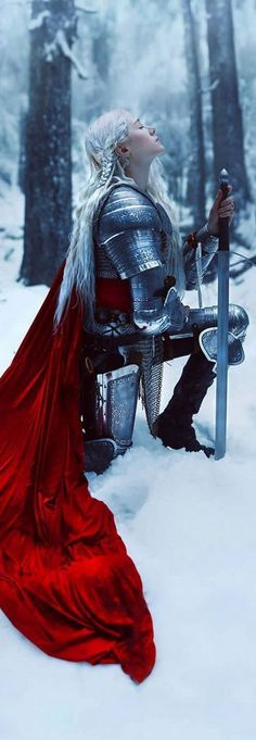 A flowing cape like this in black or gold (depending on her armor color) would be right up her alley. (Only for medieval/fantasy ver. Fantasy Warrior, Warrior Queen, Warrior Princess, Woman Warrior, Fire Warrior, Female Armor, Female Knight, Foto Fantasy, Fantasy Art