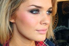 http://www.makeupstyleideas.com/smokey-prom-makeup-2014-blue-eyes/