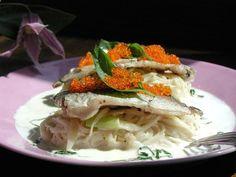 グルメde世界味めぐり」-料理No.3   フレンチ編○あじとそうめんのクリームあえ    とびきりクリーミーな味わいは、まさに極上の大人の味です。    これは美味しいそうだ思われた方には詳しいレシピを  「そうめんおじさんのそうめん」で公開中です。  http://www.e-somen.jp/item/26.html