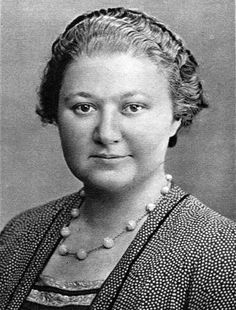 Happy Birthday Vera Frantsevna Menchik – British-Czechoslovak-Russian chess player who became the world's first women's champion. She also competed in chess tournaments with some of the world's leading male chess masters. New York City Bars, Robert Wood Johnson, Art Through The Ages, Chess Players, Johns Hopkins University, Best Actress, Cannes Film Festival, World Championship, First World