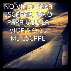 No viajo para escapar, sino para que la vida no se me escape.