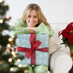 What to give a girlfriend for Christmas? If you stick to these simple rules, then this Christmas will bring you only pleasant emotions and confidence.