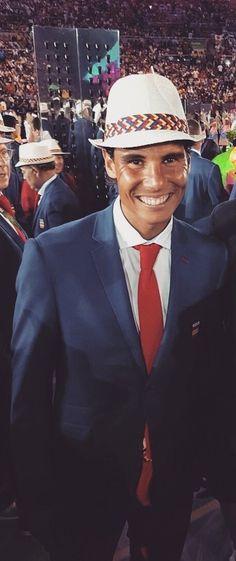 Quel sourire de Nadal ! Encore plus content que si il avait remporté un GC !!  Vamos Rafa