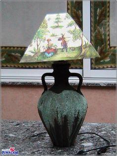 Lámpara realizada con cántaro de barro con pasta de cristal y pantalla con papel de arroz. #manualidades #pinacam #lámparas                                          www.manualidadespinacam.com
