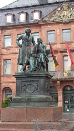 Gebrüder-Grimm-Denkmal am Marktplatz in Hanau