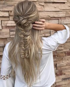 Drop-Dead Gorgeous Wedding Hairstyles - Gorgeous Half Up Half Down Hairstyles,bridal updo hairstyles ,wedding hairstyle , bridal hairstyle #updo #messyupdo #weddinghair #hairstyles #weddinghairstyles