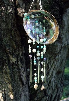 How to Make a Wind Chime: Abalone Shell Wind Chime Tutorial - Diy projects - amazing craft Seashell Wind Chimes, Diy Wind Chimes, Seashell Crafts, Beach Crafts, Kids Crafts, Paua Shell, Abalone Shell, Mermaid Diy, Mermaid Beach