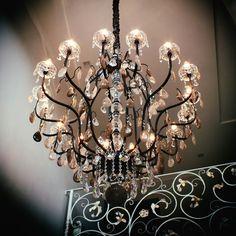 #chandelier #luxury LUSTRE MÂNTOVA 16 BRAÇOS,FABRICADO PELO MUNDO DAS LUMINÁRIAS.