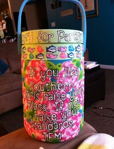 """If you like southern girls raise your glass. If not, raise your standards"" Love this! Coolest Cooler, Southern Girls, Southern Charm, Southern Style, Cooler Painting, Frat Coolers, Arts And Crafts, Diy Crafts, Sorority Crafts"