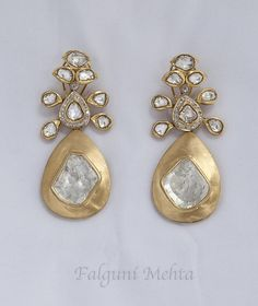 beautiful and unique earrings from Indian designer Falguni Mehta. Diamond Jewelry, Gold Jewelry, Jewelery, India Jewelry, Temple Jewellery, Piercing, Beautiful Earrings, Unique Earrings, Jewelry Patterns