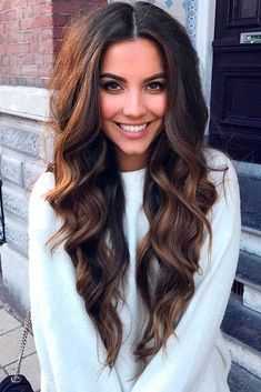 Do you like your wavy hair and do not change it for anything? But it's not always easy to put your curls in value … Need some hairstyle ideas to magnify your wavy hair? Long Wavy Hair, Long Hair Cuts, Dark Hair, Long Textured Hair, Long Voluminous Hair, Haircuts For Long Hair, Trendy Hairstyles, Hairstyles 2016, Short Haircuts