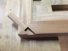 Japanese Joinery, Japanese Woodworking, Woodworking Joints, Woodworking Techniques, Woodworking Projects Diy, Woodworking Furniture, Diy Furniture, Japanese Wood Joints, Building Furniture