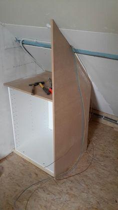 Opbergkasten onder schuin dak met diverse knopjes schuin for Zelf zoldertrap maken