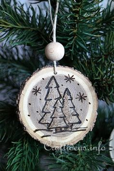 Wood Crafts for Christmas - Wood Burned Christmas Ornaments From Wooden Branch Slices Christmas Ornament Crafts, Wood Ornaments, Christmas Art, Christmas Projects, Holiday Crafts, Christmas Decorations, Christmas Ideas, Christmas Patterns, Wood Burning Crafts
