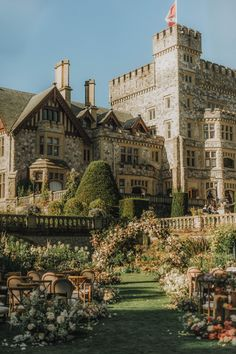 Fairytale Wedding at Oheka Castle - WedLuxe Magazine Nature Aesthetic, Travel Aesthetic, Aesthetic Rooms, Beautiful Castles, Beautiful Places, Castle On The Hill, Castle House, Dark Castle, Old Money