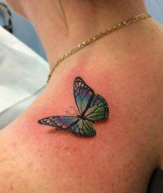 tatuagens femininas de borboletas em 3d no ombro