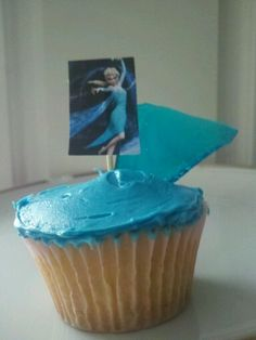 "Elsa ""Frozen"" cupcakes"