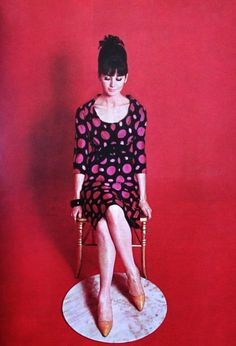 Sophie Derly is wearing an elegant black silk dress with big red dots by Guy Laroche, Elegance (Dutch) March 1964 - FamousFix Mad Men Fashion, Mod Fashion, Fashion Prints, Vintage Fashion, 1960s Dresses, Retro Vintage Dresses, Vintage Outfits, Vintage Clothing, Vintage Style