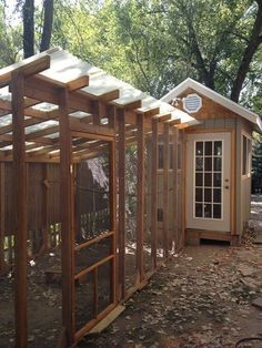 Awesome 30+ Walk in Chicken Coop https://gardenmagz.com/30-walk-in-chicken-coop/ #chickencoopideas #ChickenCoops