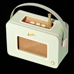 Jacqueline Wagner - paper model Cardboard Paper, Cardboard Crafts, Paper Crafts, Valintine Box Ideas, Radios Retro, Direct Mail Design, Outdoor Activities For Toddlers, Balloon Gift, Miniature Crafts