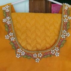 Simple Blouse Designs, Sari Blouse Designs, Blouse Neck Designs, Kurta Designs, Blouse Patterns, Aari Embroidery, Hand Embroidery Designs, Mirror Work Blouse, Simple Sarees