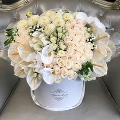 Flower Box Gift, Flower Boxes, Beautiful Bouquet Of Flowers, Beautiful Flowers, Flower Arrangements Simple, Flower Boutique, Fresh Flower Delivery, Indoor Flowers, Luxury Flowers