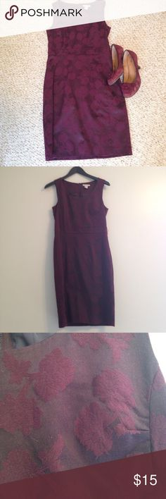 🆕 Listing (Reposh) Burgundy Brocade Sheath This H&M dress is so beautiful and I really wish it fit me!  Burgundy brocade fabric, looks brand new! H&M Dresses