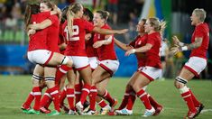 A furious first half from Canada helped the women's rugby team to a historic first-ever bronze medal at the Olympic Games, beating Great Britain on Monday in Rio de Janeiro's Deodoro Stadium. Olympic Team, Olympic Games, Baseball Players, Tennis Players, Rugby Feminin, Volleyball Shorts, Rio Olympics 2016, Rio 2016, Track And Field