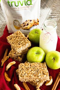 Homemade treats just taste better. Try this Reduced-Sugar Chewy Cinnamon Apple Granola Bar recipe from Julie's Eats & Treats—perfect in lunches or as an after-school snack! Snack Boxes Healthy, Healthy Dessert Recipes, Snack Recipes, Muffin Recipes, Clean Eating Desserts, Eating Clean, Homemade Granola Bars, Cinnamon Apples, Food And Drink