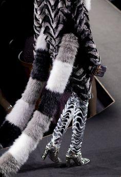 A look backstage at the Fendi fall 2015 couture show. Fur Fashion, Red Carpet Fashion, Love Fashion, High Fashion, Autumn Fashion, Couture 2015, Couture Week, Haute Couture Fashion, Stylish Winter Coats