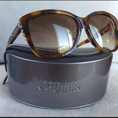 Alexander McQueen sunglasses Authentic Alexander Mcqueen sunglasses in havana brown. Used only for few minutes, its too tight for me. Didn't had the chance to return back to store. Original price is $410.00 Alexander McQueen Accessories Sunglasses