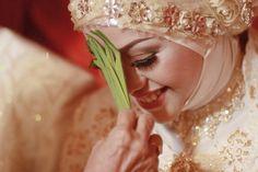 Malay traditional wedding. www.rullysurya.com Malay Wedding, Traditional Wedding, Wedding Pictures, Crown, Photography, Fashion, Moda, Corona, Photograph