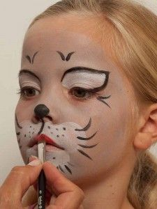 Kinderschminken Katze - Lippen schminken 2 - My list of the most creative makeup secrets Face Painting Halloween Kids, Cat Halloween Makeup, Halloween Make Up, Face Painting For Kids, Easy Face Painting Designs, Cat Makeup For Kids, Kitty Face Paint, Simple Cat Face Paint, Maquillage Halloween
