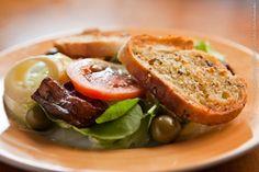 Dona Carmela (almoço)    Antepasto Misto  Antepasto misto servido com pão italiano