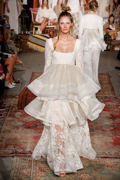 Pin for Later: Die schönsten Hochzeitskleider der Brautmodenschauen Frühjahr/Sommer 2016 Houghton Frühjahr/Sommer 2016