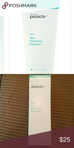 Proactive skin smoothing exfoliator 6 oz This gentle, effective formula combines glycolic acid and smooth exfoliating beads to renew skin's surface plus prescription-grade benzoyl peroxide to penetrate pores and fight acne-causing bacteria to deep clean and help clear blemishes, plus soothing moisturizers designed to help leave skin soft and supple. Benefits: 2.5% benzoyl peroxide medicine to kill acne-causing bacteria Smoothes away impurities with exfoliating beads and glycolic acid…