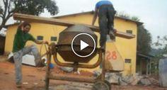 Trabalhadores Da Construção Inventam Nova Função Para Uma Betoneira