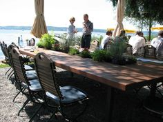 Garden table with plants Plant Table, Garden Table, Outdoor Tables, Outdoor Decor, Diy Wood, Outdoor Furniture, Plants, Home Decor, Home
