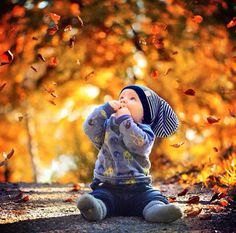 Check out our new products here at KidLovesToys now! Fall Baby Pictures, Baby Boy Photos, Fall Family Photos, Outdoor Baby Photography, Autumn Photography, Baby Photography Poses, Baby Kalender, 6 Month Baby Picture Ideas Boy, Boy Photo Shoot