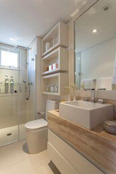 Banheiro pequeno: nichos e acabamentos claros - KzaBlog
