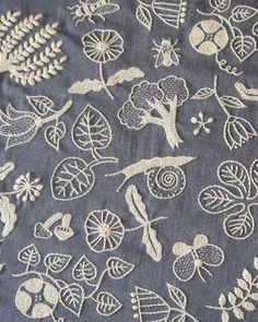 нити - lovely embroidery with mushrooms, leaves, trees and insects!
