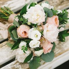 That one little piece of jasmine hurts my heart, in a good way : @kampphotography designed by @theflowercult